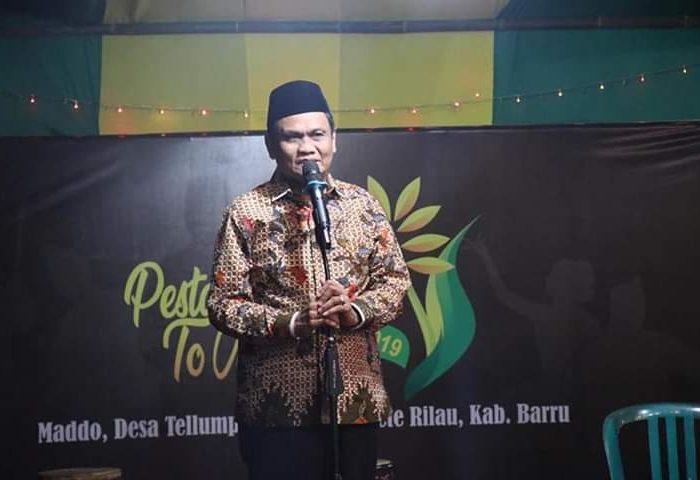 Bupati Kabupaten Barru Ir. H. Suardi Saleh menghadiri acara mappadendang, pesta panen To Maddo.