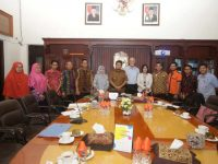 Roadshow The European Union ke Makassar, Sulawesi Selatan disambut hangat oleh Pj Wali Kota Makassar Dr M Iqbal S Suhaeb.