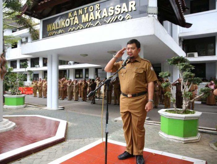Pj Wali Kota Makassar, M Iqbal S Suhaeb saat menjadi inspektur upacara di Balai Kota, Senin (1/07/2019).