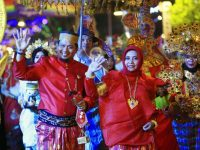 Baju Bodo Dan Jas Tutup Ramaikan Semarang Night Carnaval 2019
