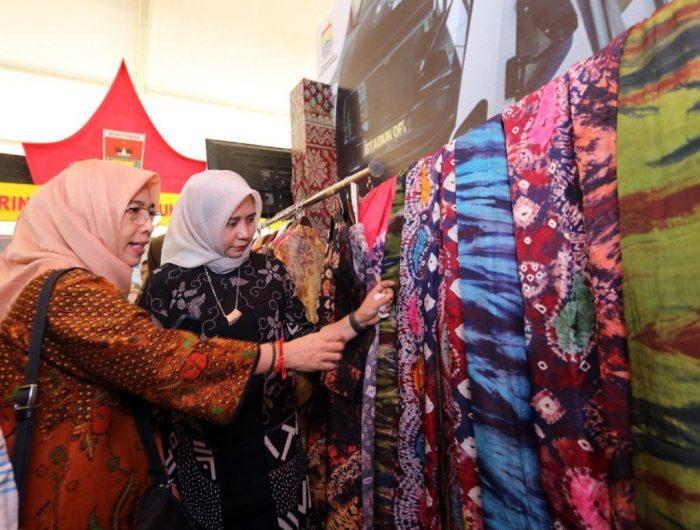 Murni Djamaluddin Iqbal mengikuti Ladies Program yang diselenggarakan panitia Rakernas XIV Asosiasi Pemerintah Kota Seluruh Indonesia (Apeksi) tahun 2019.