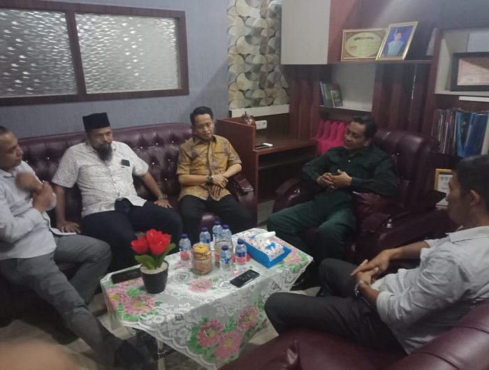 Jamaluddin M Syamsir bersilaturahmi dengan Rektor Universitas Muhammadiyah Bulukumba (UMB), Jumasse Basrah.