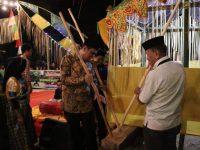 Bupati Barru menghadiri acara Mappadendang di Dusun Salomoni.