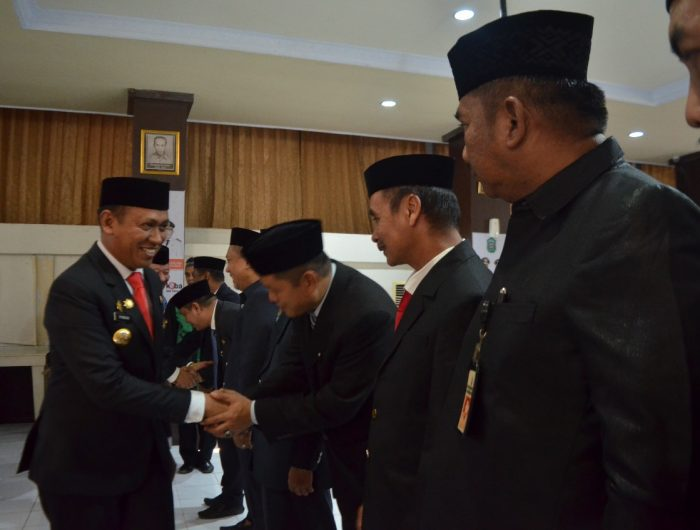 Acara pengambilan sumpah berlangsung diruang pola kantor Bupati Takalar. (Ist).