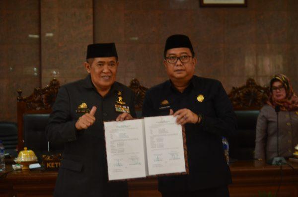 Bupati Bulukumba, AM Sukri Sappewali (kiri) - Ketua DPRD Bulukumba, Andi Hamzah Pangki (kakan).