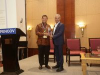 Pj Walikota Makassar dianugerahi penghargaan Recognition of Excellence pada acara 4Th Opengov Leadership Forum 2019.