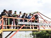 Penjabat (Pj) Wali kota Makassar, M Iqbal S Suhaeb mengunjungi Mangrove Center Makassar
