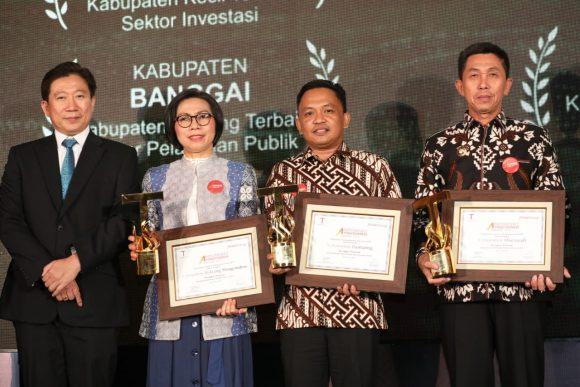 Penghargaan Indonesia's Attractiveness Award diterima oleh Bupati Bantaeng, DR Ilham Syah Azikin di Jakarta, Selasa, 23 Juli 2019 malam.