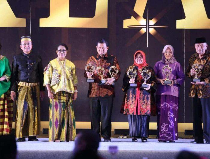 Pemerintah Kota (Pemkot) Makassar menerima penghargaan Kota Layak Anak (KLA) 2019.