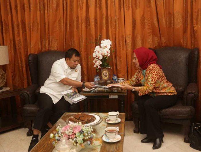 Pj Wali Kota Makassar menerima GM Corporate Affairs PT Nusantara Infrastructure Tbk bersama rombongan. (Ist)