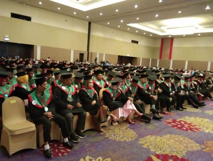 STIE AMKOP Makassar menggelar sidang terbuka dalam rangka Dies Natalis ke- 57 serta Wisuda Sarjana dan Magister di Hotel Claro.