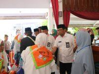 Sekretarias Daerah (Sekda) Barru Ir. H. Nasruddin AM, melepas secara resmi Jam'aah Calon Haji (JCH) Kabupaten Barru