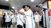 Presiden Joko Widodo dan Ketua Umum Partai Gerindra, Prabowo Subianto memberikan keterangan pers di Stasiun MRT Senayan, Jakarta Pusat, Sabtu (13/7/2019). (Foto: Kompas.com)