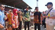 Gubernur Sulawesi Selatan (Sulsel) HM. Nurdin Abdullah bersama Koordinator Korsupgah KPK, Dwi Aprilia Linda saat meninjau stadion Barombong dan Mattoangin