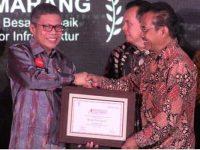 Wali Kota Parepare, HM Taufa Pawe menerima Penghargaan Indonesia Attractivenes Award 2019 di Jakarta