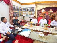 Ikatan Konsultan Indonesia (INKINDO) saat melakukan audience dengan Gubernur Sulsel HM Nurdin Abdullah di Rumah Jabatan Gubernur Sulsel, Jalan Jendral Sudirman Makassar, Rabu (3/7).