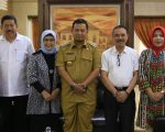 Pj Wali Kota Makassar M Iqbal S Suhaeb menerima Ketua Dewan Profesor Unhas, Prof Mursalim beserta rombongan melakukan audiensi ke Rujab Wali Kota Makassar, Senin (15/7/2019).