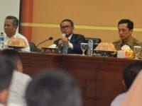 Nurdin Abdullah saat menghadiri acara silaturahim dengan pengurus dan anggota jasa konsultan