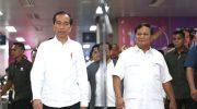 Presiden Joko Widodo dan Prabowo Subianto memberikan keterangan persnya di Stasiun MRT Lebak Bulus, Jakarta, Sabtu (13/7). (Foto: Gatra)