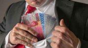 Ilustrasi Uang Ditilep Masuk Kantong