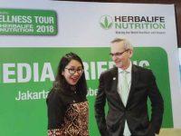 Senior Director & General Manager Herbalife Nutrition Indonesia, Andam Dewi, bersama Ahli Kesehatan Otak dan Penuaan dari University of California, Los Angeles (UCLA), Gary Small