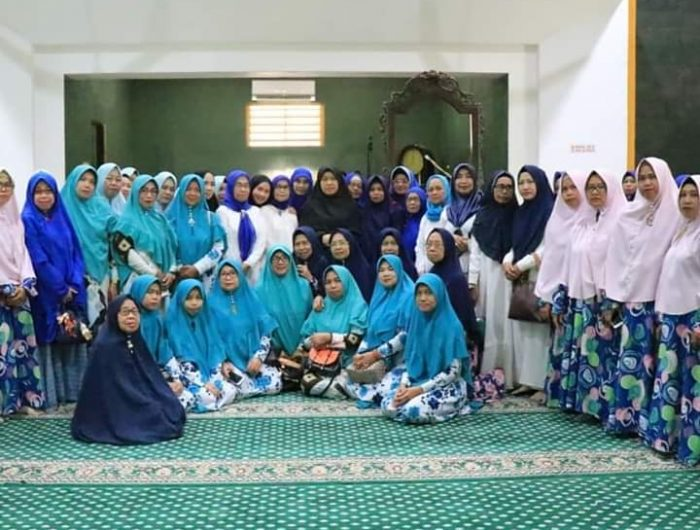 Hasnah Syam menghadiri Pengajian Rutin Kelompok Pengajian Nurul Huda Barru.
