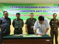 Anti Suap, Iqbal Suhaeb Dan PN Makassar Tandatangani Komitmen SMAP