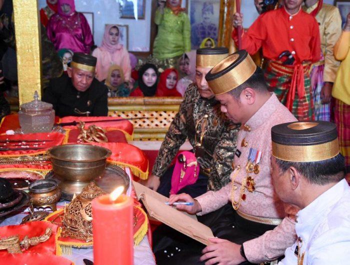 "Setelah 2 tahun tidak dilaksanakan, Keluarga Kerajaan Gowa bersama Pemerintah Kabupaten Gowa menggelar ""Accera Kalompoang""."