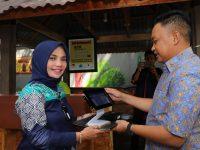 Bupati Bantaeng Serahkan Aplikasi M-Pos ke Sejumlah Restoran