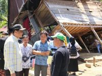 Bupati Barru Kunjungi Korban Angin Puting Beliung