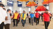 Wakil Presiden Jusuf Kalla dan istri Mufidah Kalla melakukan peninjauan di Masjid 99 Kubah di Kawasan Center Point of Indonesia