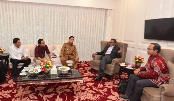 Panitia Dies Natalis Unhas Makassar ke-63 tahun berdiskusi dengan Gubernur Sulsel