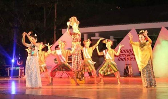 Gebyar Pentas Seni yang dilaksanakan di Panggung Arena Alun-alun Colliq Pujie Kecamatan Barru