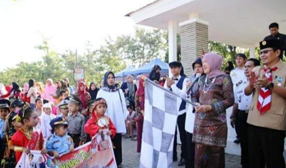 Hasnah Syam Lepas Peserta Karnaval Tingkat PAUD se-Kabupaten Barru
