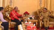 Kepala Kantor Wilayah IV KPPU Makassar berdiskusi dengan Gubernur Sulsel