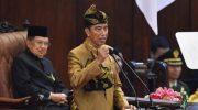 Presiden Joko Widodo dengan baju adat suku Sasak NTB menyampaikan pidato kenegaraan
