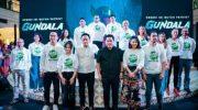 Erick Thohir bersama aktor dan aktris Jagat Sinema Bumilangit dalam peluncuran film Gundala di Jakarta