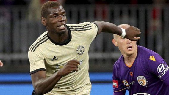 Paul Pogba ketima membela Manchester United di laga uji coba pramusim di Australia