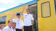 Bupati Barru Ir. H. Suardi Saleh, M. Si Naik Kereta Api Bersama para Kepala Sekolah