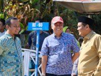 Bupati Barru, Ir. H. Suardi Saleh mendampingi Wakil Gubernur Sulawesi Selatan, Andi Sudirman Sulaiman memantau langsung proses pembukaan lahan untuk akses jalan Kamiri-Lawo