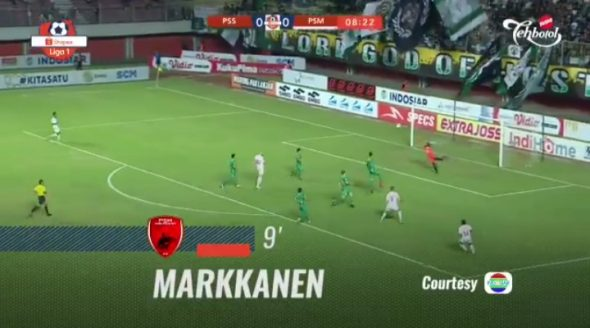 Aksi Eero Markkanen saat mencetak gol ke gawang PSS Sleman pada menit ke-9