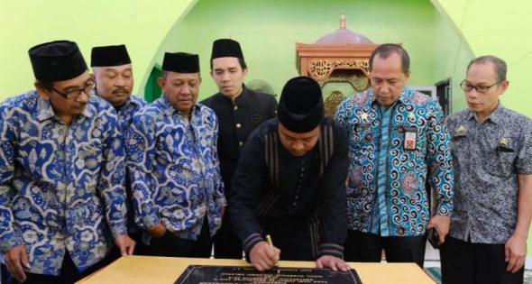 Wagub Sulsel, Andi Sudirman Sulaiman meresmikan masjid Al-Qira'ah SMA Negeri 15 Bulurokeng Kecamatan Biringkanaya