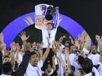 Pelatih PSM Makassar, Darije Kalezic mengangkat Piala Indonesia. (Ist)
