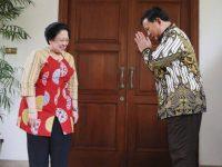 Ketua Umum PDI Perjuangan Megawati Soekarnoputri saat menerima kedatangan Ketua Umum Partai Gerindra Prabowo Subianto di kediamannya Jalan Teuku Umar, Jakarta, Rabu (24/7/2019).