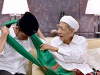 Mbah Moen bersama Presiden Joko Widodo (Ist)