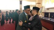 Gubernur Sulsel cipika cipiki usai melantik Irman Yasin Limpo jadi Kepala Dinas Balitbangda Sulsel