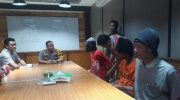 Kapolres Malang AKBP Yade Setiawan Ujung saat mengintrogasi tersangka ZA dan Ahmad (22) serta kakaknya Rozikin (25) pelaku begal