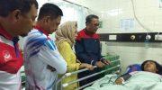Gubernur Sulawesi Selatan HM Nurdin Abdullah bersama Kapolda Sulsel Irjen Pol Mas Guntur Laupe saat menjenguk mahasiswa korban demo