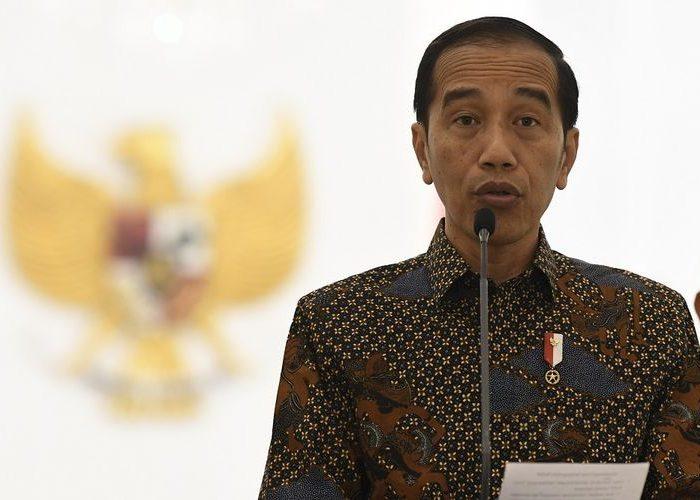Presiden Joko Widodo menyampaikan sikap tentang rencana pengesahan Rancangan Kitab Undang-Undang Hukum Pidana (RKUHP) di Istana Bogor, Jawa Barat, Jumat (20/9/2019).