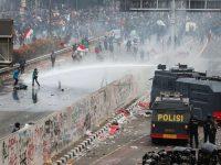 Ribuan Mahasiswa berunjuk rasa di Depan Gedung DPR/MPR, Jalan Gatot Subroto, Senayan, Jakarta Pusat, Selasa (24/9/2019). (Foto: Kompas.com)